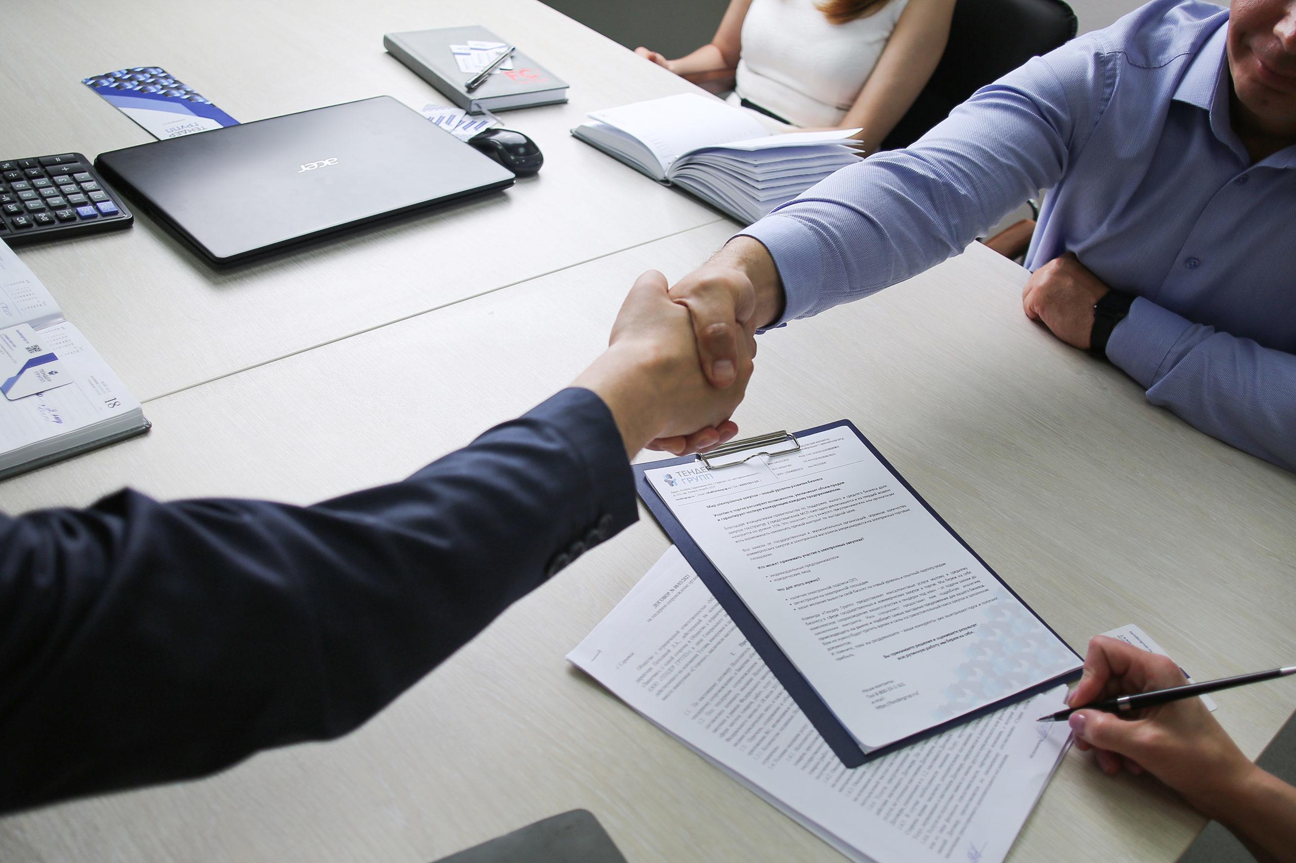Какие категории лиц имеют право быть участниками государственных закупок?